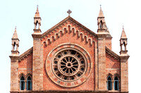 The rose window in its facade.