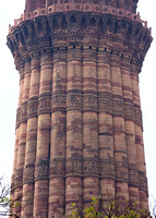 Detail of the middle section of the minaret.