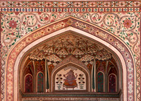 Decorations at the main entrance to the Palace at Amber Fort.