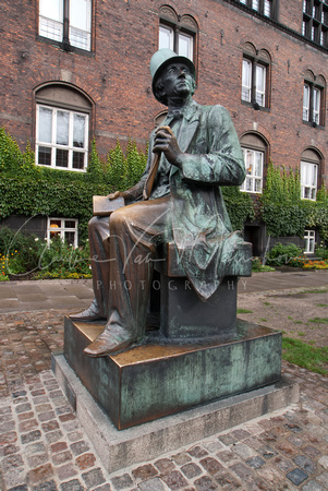 COPENHAGEN: Statue of Hans Christian Andersen on the side of City Hall.